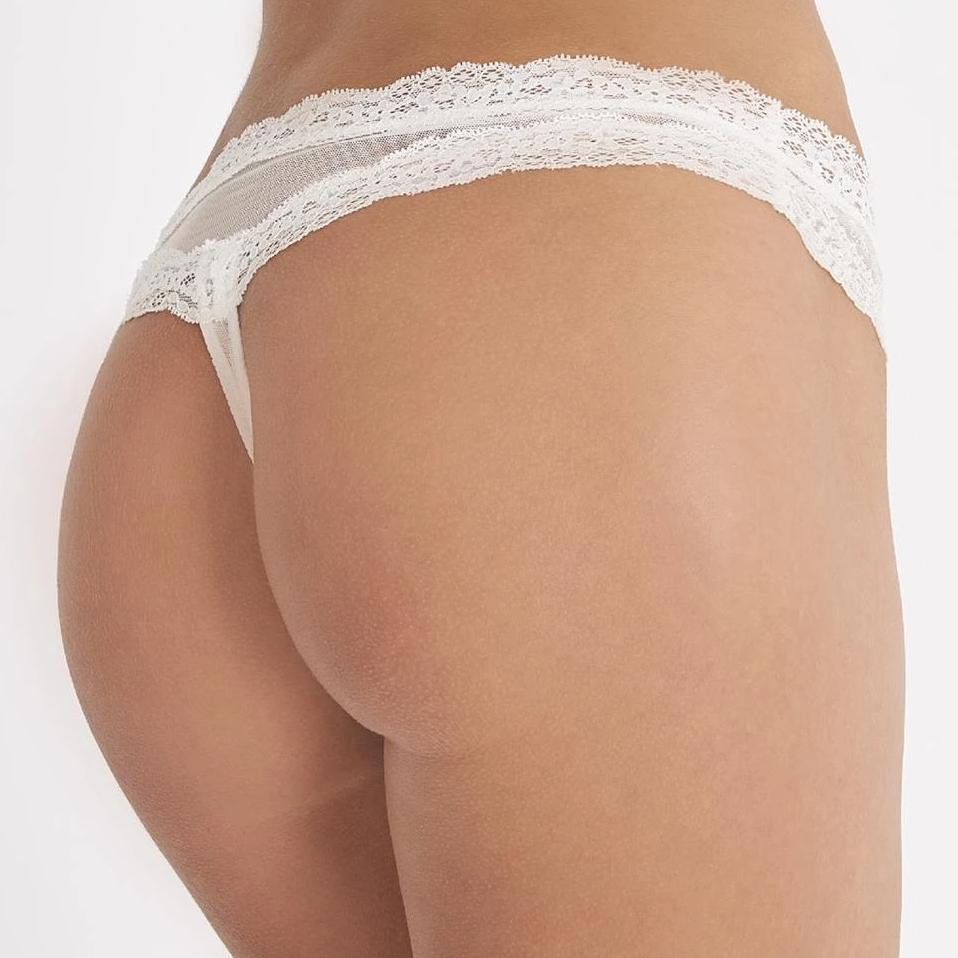 The Aubade Belle d'Ispahan Bridal Shorts are beautifully embroidered hotpants. Perfect bridal underwear. The Belle d'Ispahan wedding collection also offers a unique waistcincher, embroidered shiny pearl tulle and lace. It defines the waist, sculpts the hips and celebrates elegance