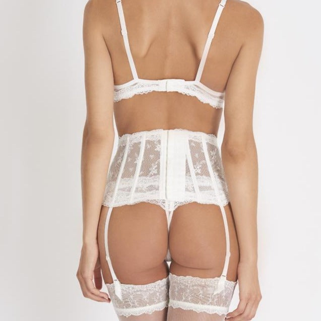 The Belle d'Ispahan wedding collection also offers a unique waistcincher, embroidered shiny pearl tulle and lace. It defines the waist, sculpts the hips and celebrates elegance