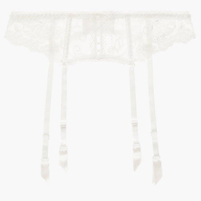 The Aubade Pour Toujours Bridal Suspender Belt is the perfect complement to the bridal lingerie with its romantic, delicate Cornely embroidery. A strip of openwork guipure lace unveils bare skin at the centre, in a charming nod to the buttons found on wedding dresses.