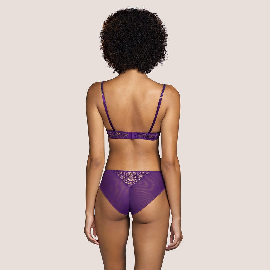 Andres Sarda Lynx Seamless Lace Briefs with lace strip at the front. Comfort without compromising on aesthetics. Bois de Rose is a delicate powder tone. It is invisible and yet present.
