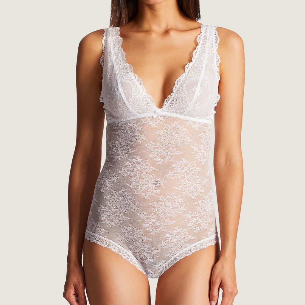 london-bridal-lingerie-notting-hill -Aubade Danse Body represents a very fashionable shape with exquisite sophistication. The lace around the body provides a lightweight feel.Featuring very varied designs, this line offers beautiful yet comfortable lingerie in intense Ivory.
