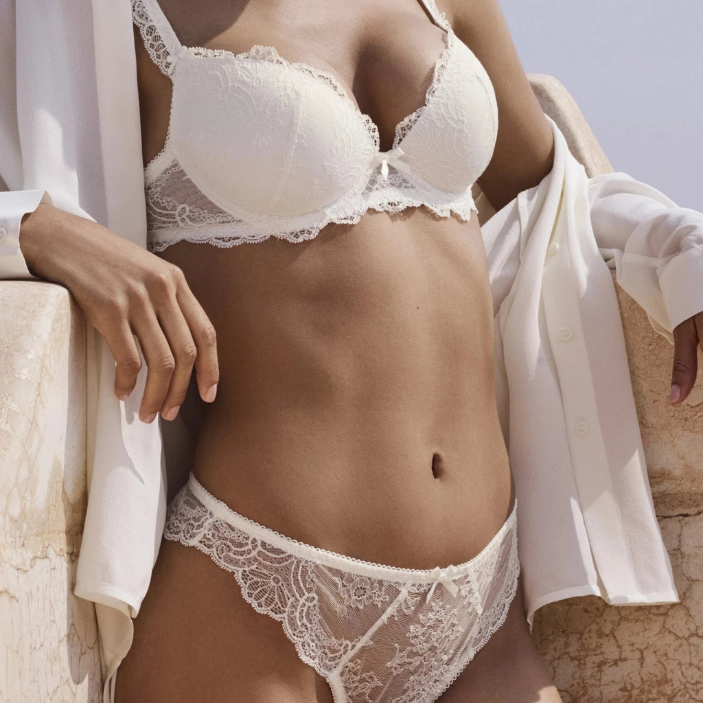 london-bridal-lingerie-notting-hill-Aubade Danse Thong represents a very fashionable shape with exquisite sophistication. The lace around the hips provides a lightweight feel.Featuring very varied designs, this line offers beautiful yet comfortable lingerie in intense Ivory or Teal.