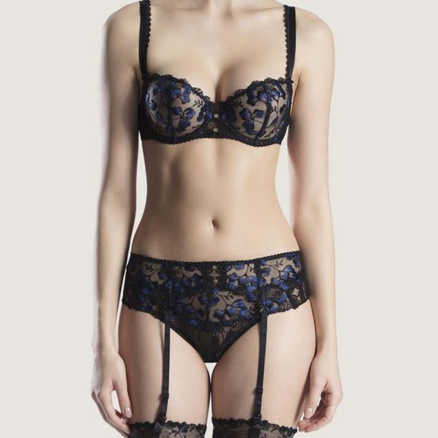 london-lingerie-notting-hill-The Aubade Poesie Suspender Belt adorns the waist with a combination of refined lace: floral lace fabric at the front gives way to shiny two-tone embroidery with a cascade of delicate petals.