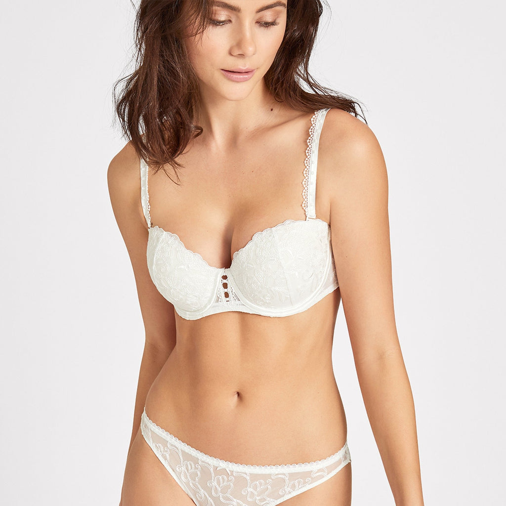 The Comfort Moulded Bandeau bra is ideal for any bride looking for light support and detachable straps. Available up to cup size F, it creates a rounded cleavage and a straight neckline. The bust nestles amongst romantic Cornely lace whilst bare skin peeps through the centrepiece.