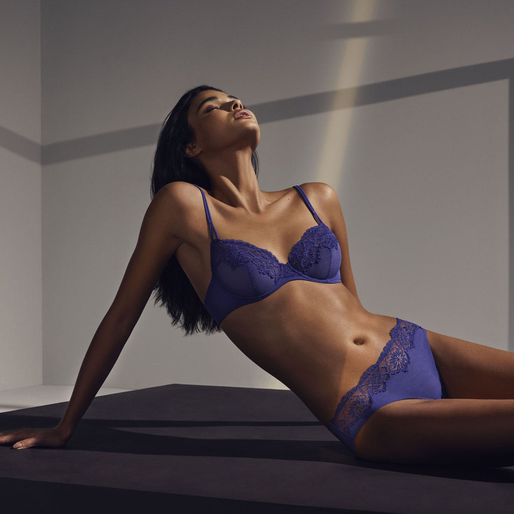 This Andres Sarda Eden Rock Wired Bra offers full coverage and great support as well looking great under a V neck jumper or dress. Pair it with the seamless shorts. Available up to C CUPLUXURY-LINGERIE-LONDON-NOTTING-HILL
