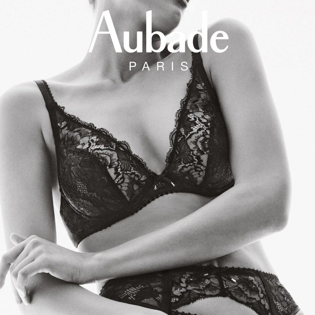 london-lingerie-notting-hill The Aubade Amoureuse Wired Plunge Full Bra gives women with fuller bust a seductive, deep cleavage. Calais Leavers lace nestles against the skin in mysterious colours, up to cup size F. A discreet satin bow adds a finishing touch to enhance the look.