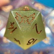 Load image into Gallery viewer, Shifting Shimmer Heat Reactive Color Changing Handmade Gaming D20 Dice