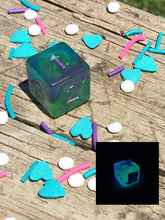 Load image into Gallery viewer, Glow in the Dark Wonka Inspired Holographic Hat D6 Dice