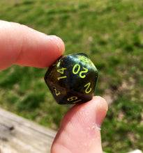 Load image into Gallery viewer, Nott the Brave Inspired Green to Gold Colorshifting Handmade D20 Dice