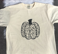 Load image into Gallery viewer, Leopard Printed Pumpkin Tee (Adult)