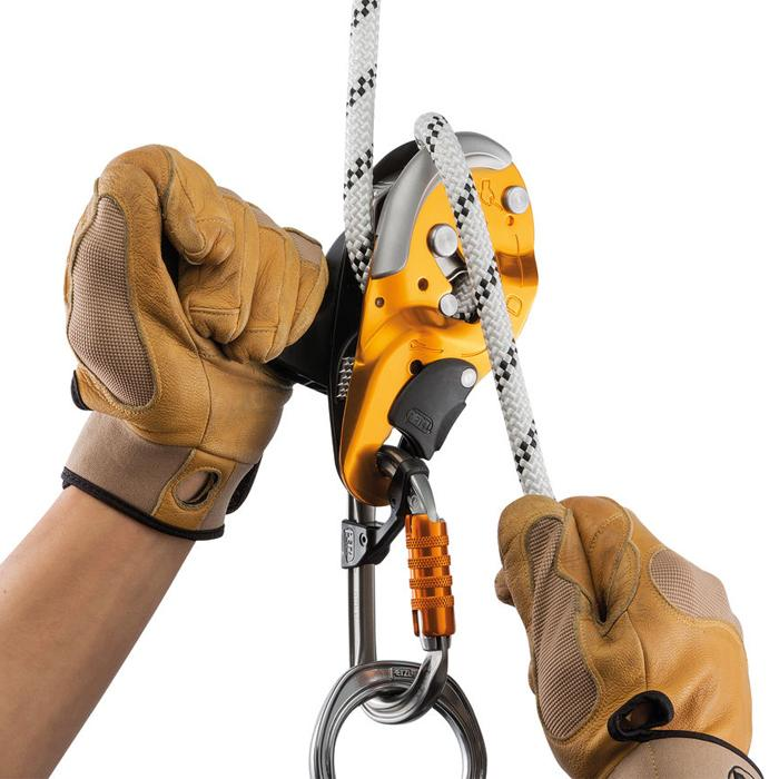 PETZL I'D SELF-BREAKING DESCENDER WITH ANTI-PANIC FUNCTION FOR WORK AT HEIGHT AND ROPE ACCESS WORK, SIZE: S