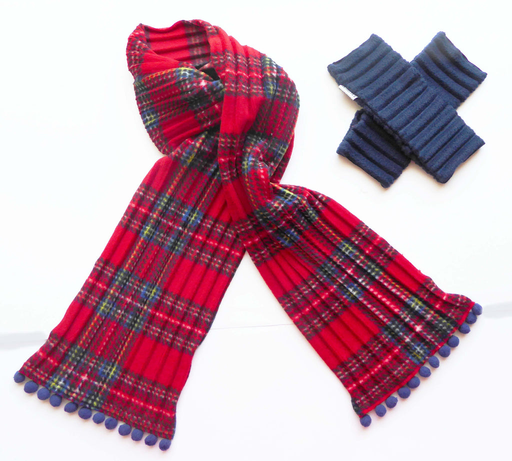 Kids Pom pom scarf - Red tartan - wristies