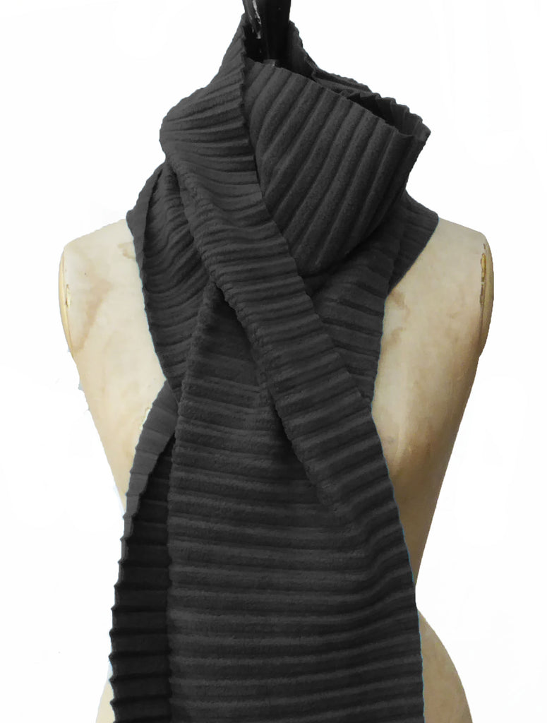 Long Pleated Scarf - Black - annafalcke.com