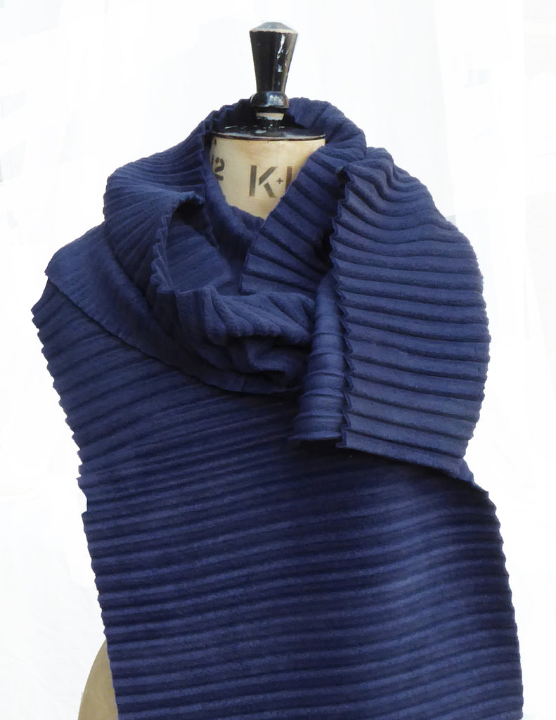 Long pleated scarf - Navy - annafalcke.com