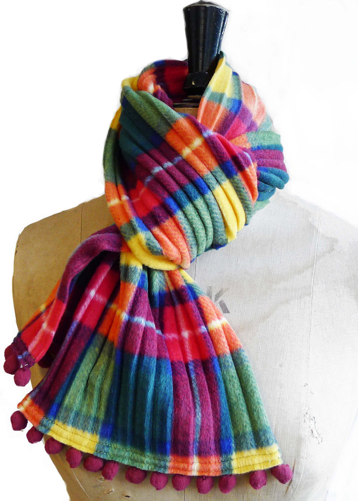 Pom pom scarf - Green check - wristies