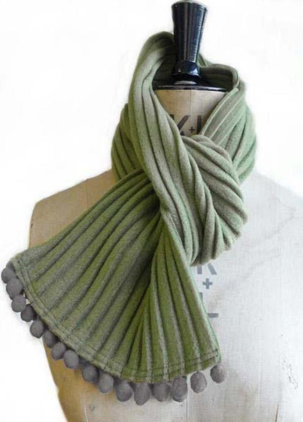 Pom pom scarf - Avocado green