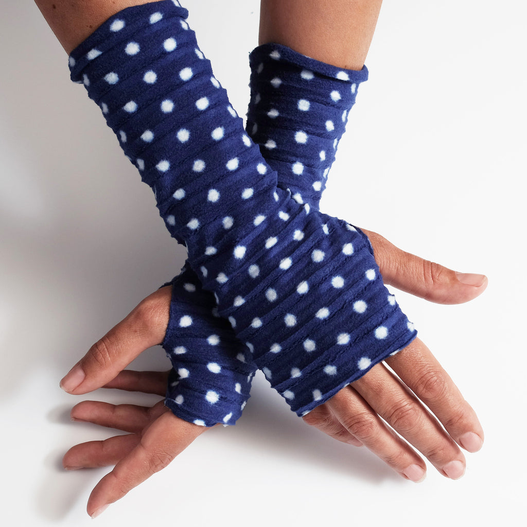 Wristee® - Navy spotty - wristies