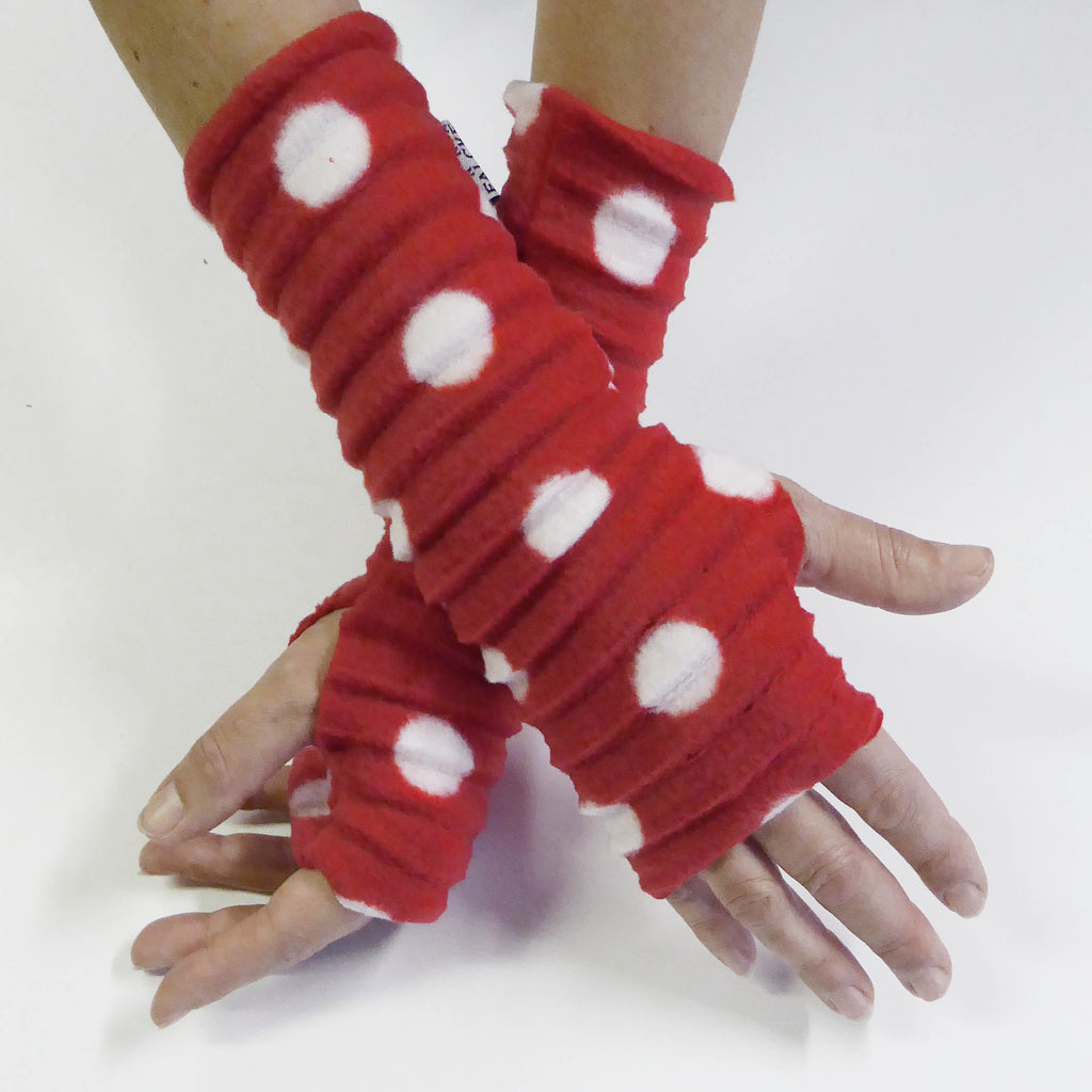 Wristee® - Red white spotty - wristies