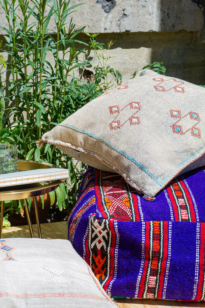 DAINTY DYSTOPIA - OutdoorTrend-BohoVibes-Pouf