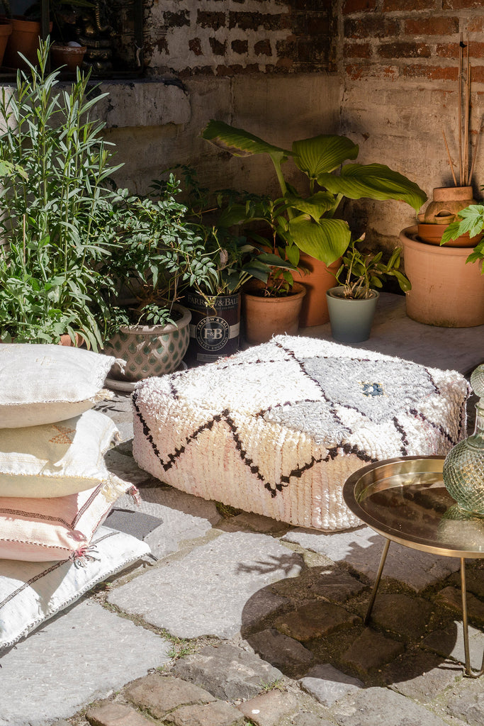 DAINTY DYSTOPIA-OutdoorTrend-BohoVibes-Pouf-und-Sabra Kissen