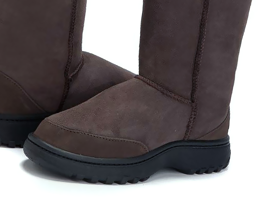 Adults Chocolate Short Deluxe Ugg Boot Outdoor Sole Detail