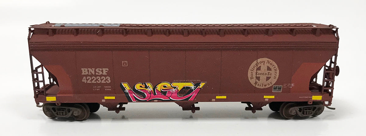 N Custom Weathered 3 Bay ACF Hopper/BNSF #422323