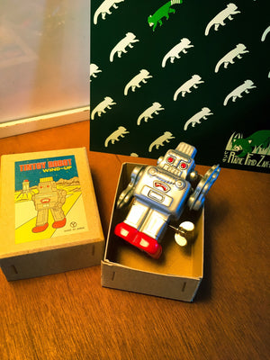 Vintage JAPAN Tin Toy Wind-Up Robot | RARE FIND ZAKKA