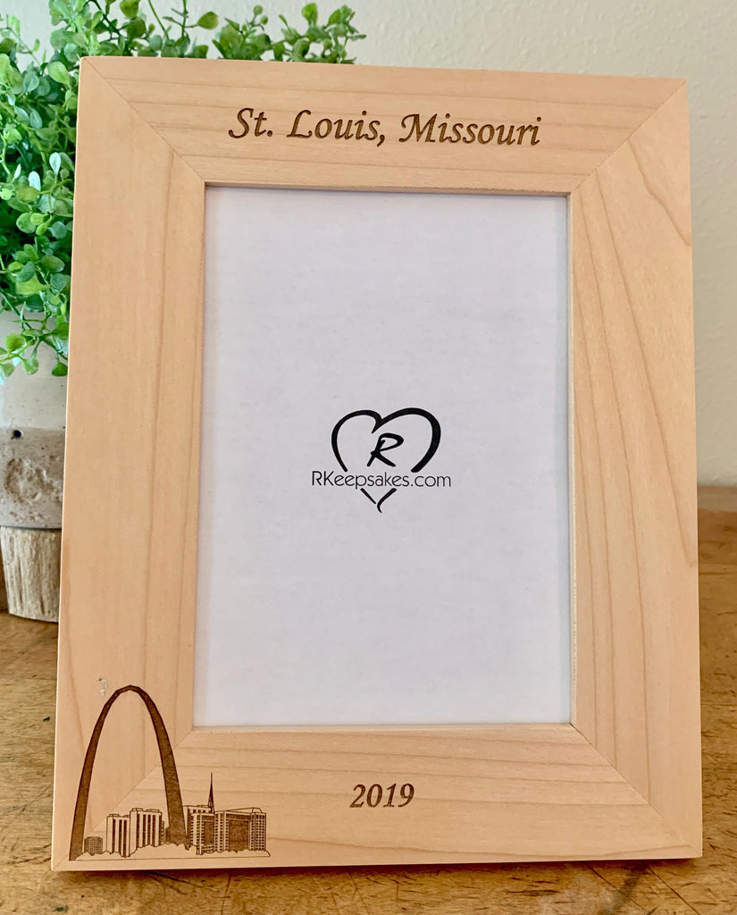 St Louis Picture Frame with Custom Text and image of St Louis Arch engraved, in alder