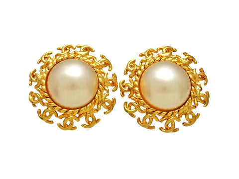 Vintage Chanel earrings CC logo pearl round
