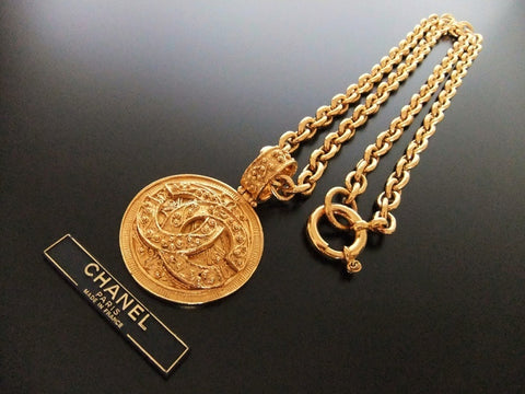 Authentic vintage Chanel necklace choker gold CC pendant
