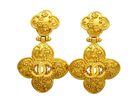 Vintage Chanel dangle earrings CC logo flower