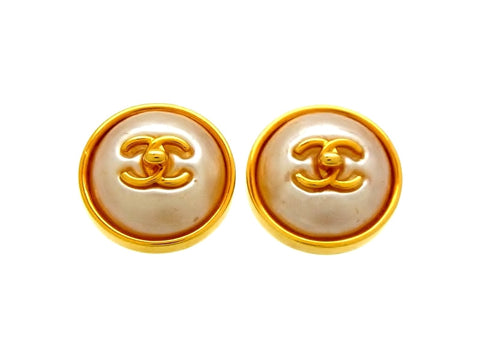 Vintage Chanel earrings turnlock CC logo pearl round