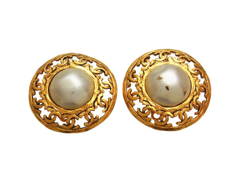 Vintage Chanel earrings CC logo round pearl