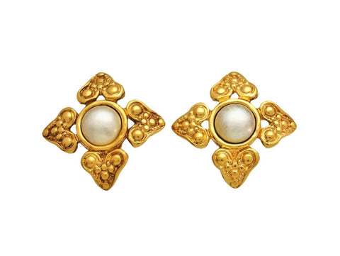 Vintage Chanel earrings pearl flower
