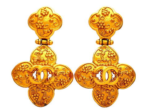 Authentic vintage Chanel earrings Decorative Clover CC logo Dangled