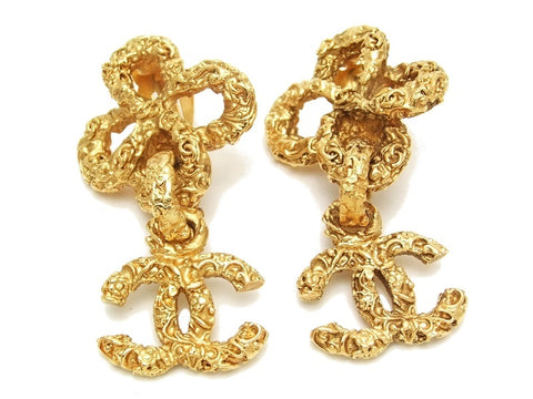 Authentic vintage Chanel earrings clover swing gold CC dangle