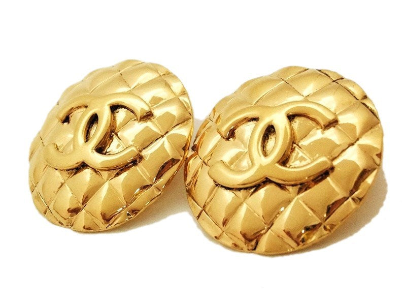 f2b614717b225 Authentic vintage Chanel earrings gold CC quilted round large clip ...