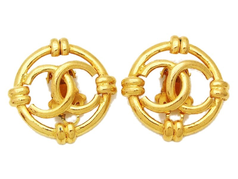81b1643bd239d Authentic vintage Chanel earrings gold CC round large clip on ...