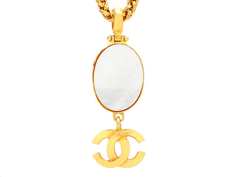 Authentic vintage Chanel necklace Oval White Shell CC logo double C