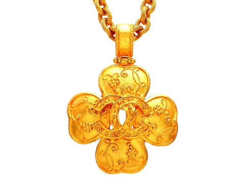 Authentic vintage Chanel necklace CC logo Clover Decorative