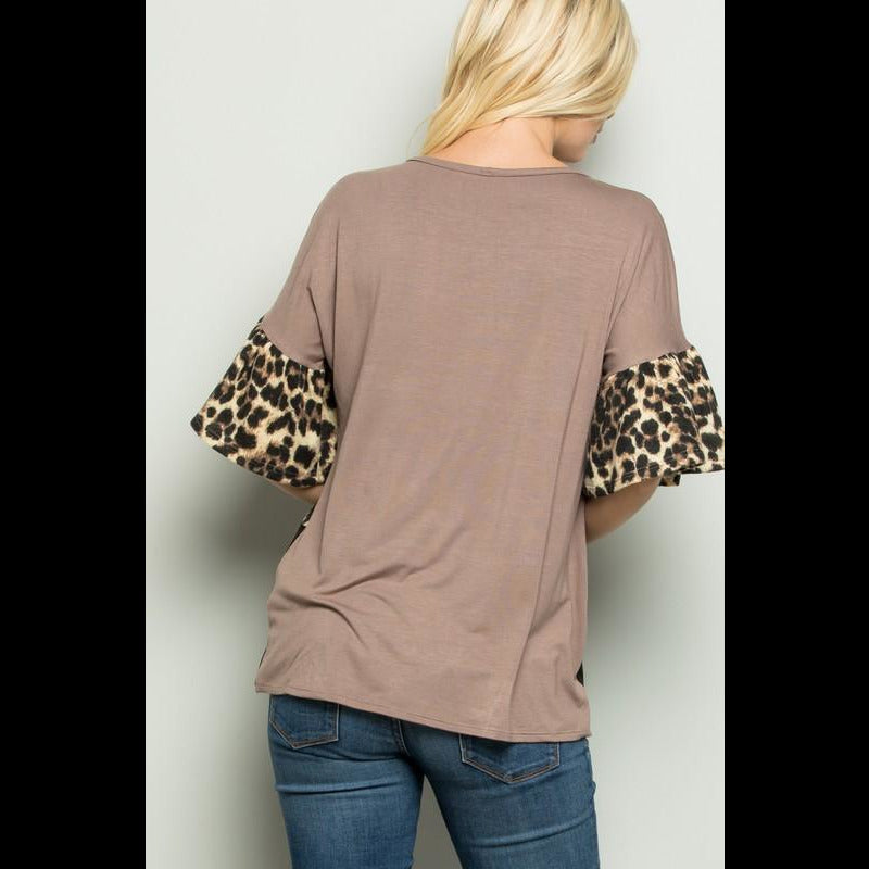 A Spot of Mocha CURVY Colorblock Top in Mocha/Leopard