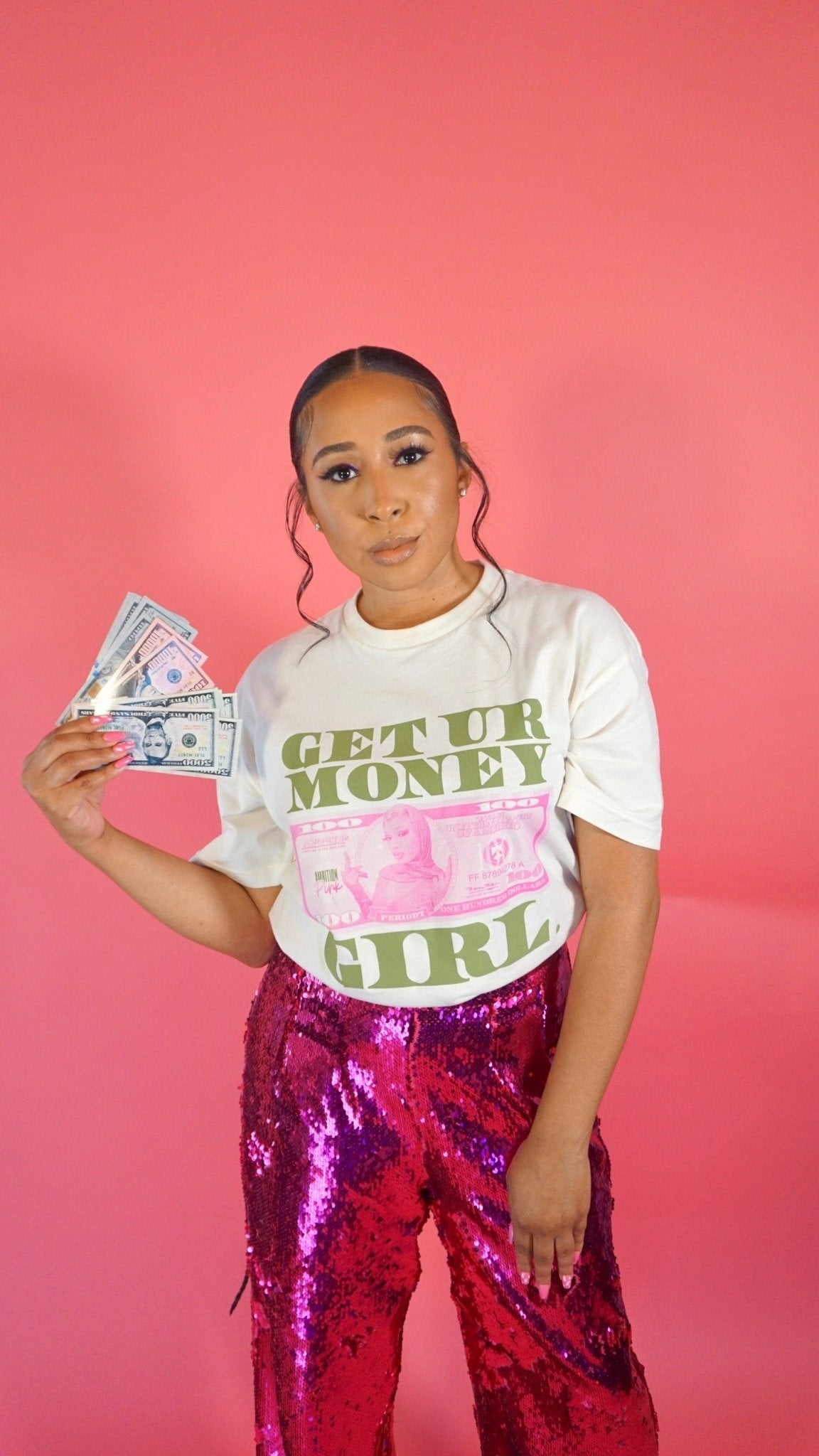 Get Your Money Girl / T-Shirt - Ambition Is The New Pink