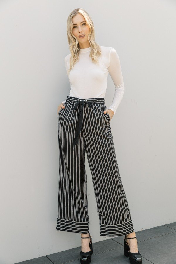 Woman wearing black and white striped wide leg pant with pockets