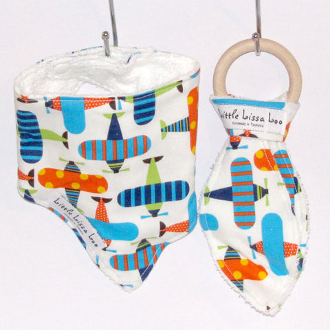 airplanes teething gift set
