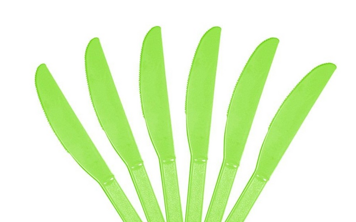 Classic Plastic Party Knives