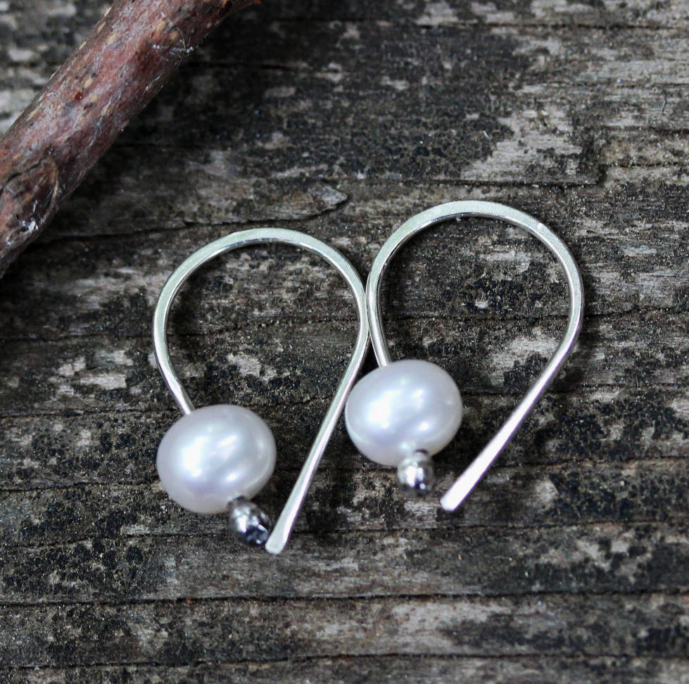 Pearl earrings / freshwater pearls / gift for her / sterling silver earrings / bridesmaid gift / white pearls / tiny pearl earrings