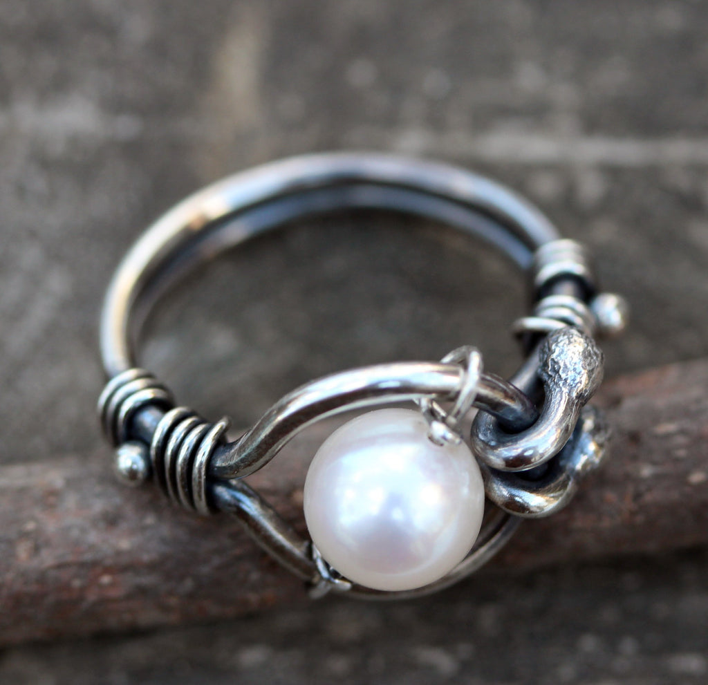 Pearl ring / sterling silver ring / gift for her / white pearl ring / freshwater pearl ring / kinetic ring / boho pearl ring / jewelry sale