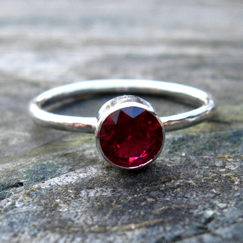 Garnet ring / sterling silver ring / gift for her / January birthstone ring / gemstone ring / fine jewelry / jewelry sale / stackable ring