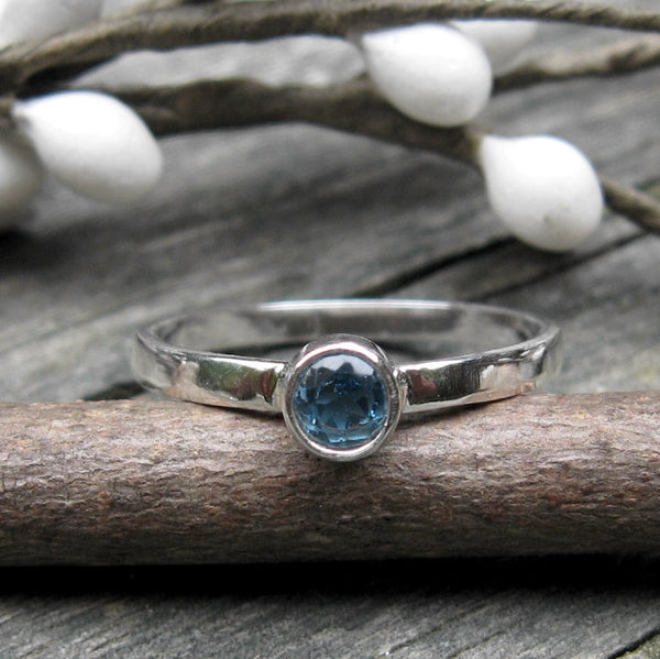 London blue topaz sterling silver ring / tiny gemstone ring / gift for her / jewelry sale / blue stone ring / gemstone stacking ring