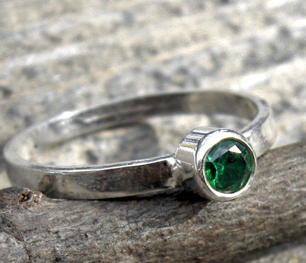 eemerald green sterling silver ring / tiny emerald ring / emerald sracking ring / gift for her / May birthstone ring / jewelry sale